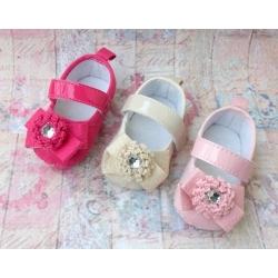 Baby girl shoes with rhinestone flower