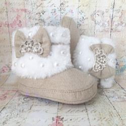 Baby girl boots with pearls and bow ecru