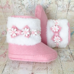 Baby girl boots with pearl flowers